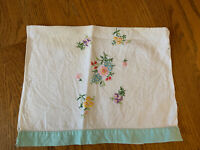 Vintage 19.5 X 12 Embroidery Floral VIOLET DAISY Hand Stitched Towel ❤️tb11j