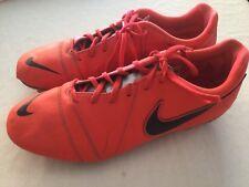 NIKE: CHAUSSURES DE FOOTBALL À CRAMPONS COULEUR FLUO POINTURE 46, VALEUR 120€