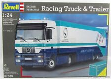 KIT REVELL 1:24 CAMION RACING TRUCK E TRAILER SAUBER PETRONAS LUNGH. 69CM 07539