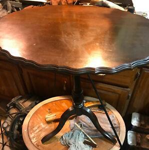 Mahogany Tilt Top End Table / Side Table