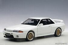 AUTOart 77416 NISSAN SKYLINE GT-R R32 V-Spec II road car white BBS 1:18th