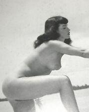 Bettie Page pin up icono 50s símbolo sexual erotismo 1. fetiche Model nude at the Beach