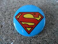 VINTAGE PINBACK BUTTON #47- 040 - DC SUPER HERO - SUPERMAN SYMBOL