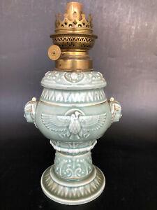 ANCIENNE LAMPE A PETROLE PORCELAINE BARBOTINE EGYPTE globe huile pigeon