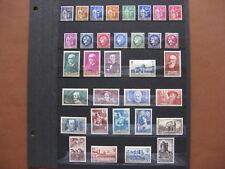 FRANCE neufs UN BON LOT DE 61 TIMBRES AVEC TRACES DE CHARNIERES (1937-38)