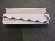 HONDA HRD 535 QXE, HRH REAR ROLLER SHAFT / AXLE..