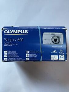 Olympus Stylus 600 Digital 6.0MP Digital Camera Set Silver