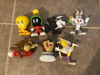 Looney Toons Figures lot 7 toys Bugs bunny Pepe Le Pew etc !