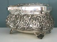 Italian Silver 800 Lafazione Mano Repousse Trinket Box Hinged Lid 422 grams VTG