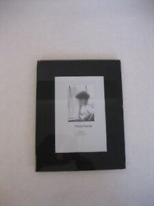 Deluxe Imports Black Glass Table Top Single Picture/Photo Frame 4in. x 6in. NWWT