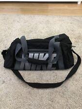 ladies nike holdall bag (hardly used)