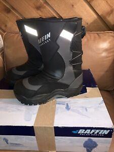 NIB - Baffin Mens Pivot Snowmobile Winter Boots  - size 9 - Black / Charcoal