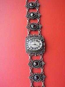 Vintage Trachten Damen Armbanduhr Studio, Armband mit Granaten aus 835 er Silber