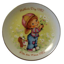 """VINTAGE AVON Canada 1982 Mother's Day Plate Little Things Mean Alot 5"""" Diameter"""