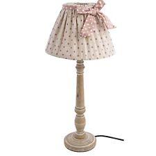 Lampada da tavolo in legno con paralume tessuto e decorazioni shabby