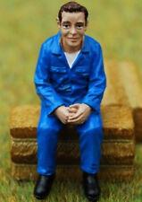 - ADF32100 - Mécanicien assis en blouse bleue