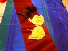 lot mercerie ancienne  roses JAUNES  et  marron, pour chapeaux ,?tissus offert