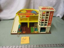 Fisher Price Little People Play Family Action Garage Station 930 AW Toy Parking