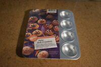 Wilton Petite Pumpkin Pan Jack O Lantern Mini Halloween Cake Brownie Mold NEW