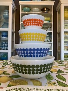Vintage Pyrex Dot Bowls Mixing Bowl Set Complete 401 402 403 404