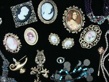 STUNNING VINTAGE JEWELRY  GROUP... MIXED SELECTION  FOR THAT SPECIAL SOMEONE  !!