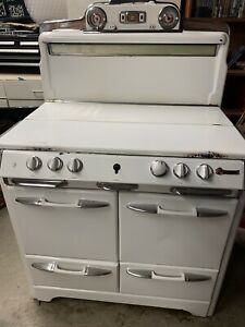 O'keefe & Merritt vintage gas kitchen stove