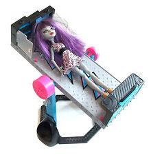 Monster High Muñeca de acción y terror Figura Con movingtable, Gótico Barbie