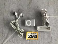 Apple iPod shuffle 2nd Generation Silver (1GB) With Earphones Bundle _295