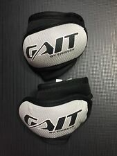 deBEER GAIT FLARE LACROSSE ARM PAD BLACK/SILVER ADULT MEDIUM