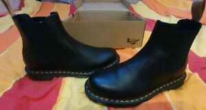 Neu! Dr.Martens Vegan Chelsea Boots 2976 black in der Größe 45 Neu mit Karton!