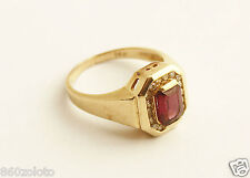 RARE VINTAGE 14K YELLOW GOLD RING WITH LARGE RED GARNET & 17 DIAMONDS 0.15 TCW