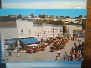 VINTAGE POST CARD  STREET SCENE OF MACKINAC ISLAND MICHIGAN