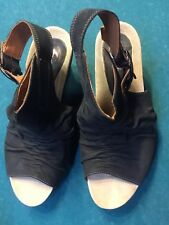 Earthies Bonaire too Leather Wedge Sandals Size 10. Black