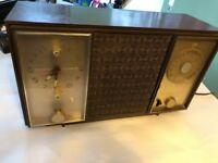 Antique Zenith am/fm automatic frequency control radiO. AM & FM Works.