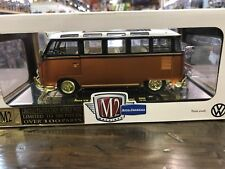 M2 Machines 1:24 Auto-Thentics  Chase Limited to 300 1959 Vw Microbus Deluxe USA
