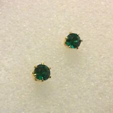 6-pin V Small green emerald 4mm stud earrings 18k yellow gold filled Plum BOXED