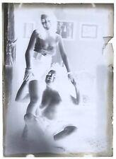 NEGATIF VERRE vers 1900 / 13 X 18 cm  / risque sexy nude / 4