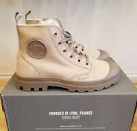 NEW IN THE BOX PALLADIUM PAMPA HI ZIP WL 95982-071 FEATHER GRAY BOOTS FOR WOMEN