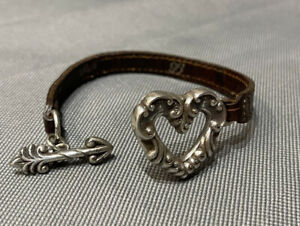 Vintage Signed BRIGHTON 1995 Brown LEATHER Silver To HEART ARROW TOGGLE Bracelet