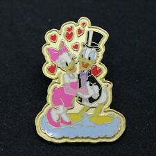 Disney Store DONALD DAISY DUCK Pin Badge YK2479
