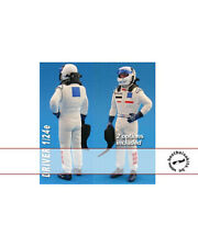 1/24 MODERN F1 DRIVER FIGURE HAND IN HIP TAMIYA REVELL