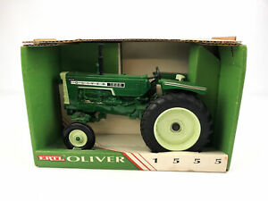 ERTL Oliver 1555 Diecast Tractor 1/16 White Toy Farm Vehicle Green Wide Front