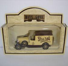 Lledo: giorni andati modello: 1933 Packard TOWN VAN: SHARP Toffee: DG22011a