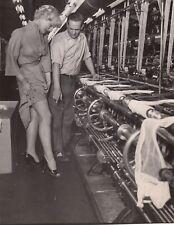 Jacqueline Pierreux, la fabrique de bas vers 1953