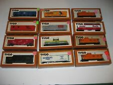 HUGE LOT OF 18 TRAINS TYCO ETC