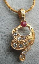 Chaîne pendentif collier bijou plaqué or cristaux solitaire cristal rubis 5089