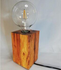 Holzwürfel Tischlampe