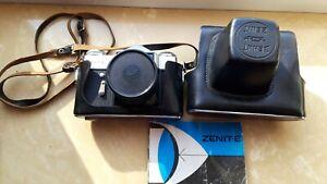 ZENIT E gut erhaltene Spiegelreflexkamera mit Tasche, Bedienungsanleitung