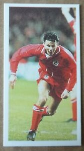 RYAN GIGGS WALES ROOKIE BARRATT WORLD CUP BEATERS FOOTBALL CARD 1993