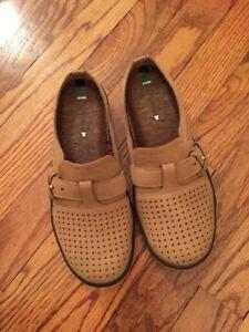Merrell New Tan Clogs Ladies Size 6.5